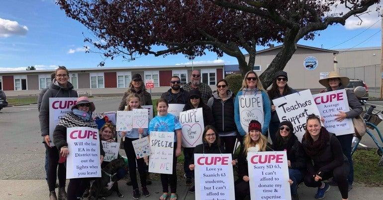 CUPE 441 members on strike