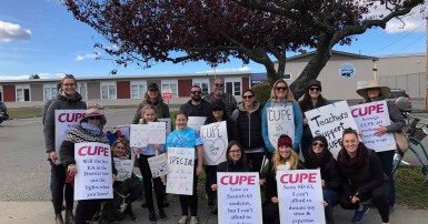 CUPE 441 members on strike