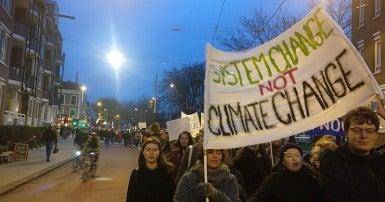 Les jeunes défilent pour la grève du climat