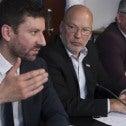 Pierre-Guy Sylvestre, économiste au SCFP, Marc Ranger, directeur québécois et Denis Bolduc, secretaire général du SCFP, lors de la conférence de presse de ce matin. Photo Clément Allard